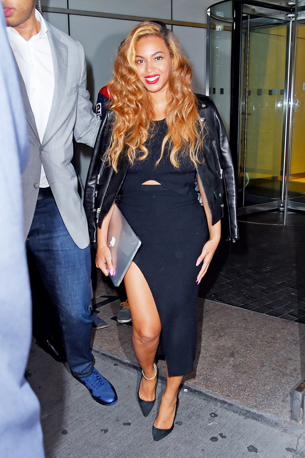 Beyonce in high thigh slit
