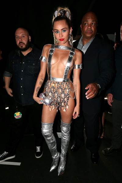 vma-miley-cyrus-today-150830_58527cc165c7852cfc55ee08e259c9d7.today-inline-large