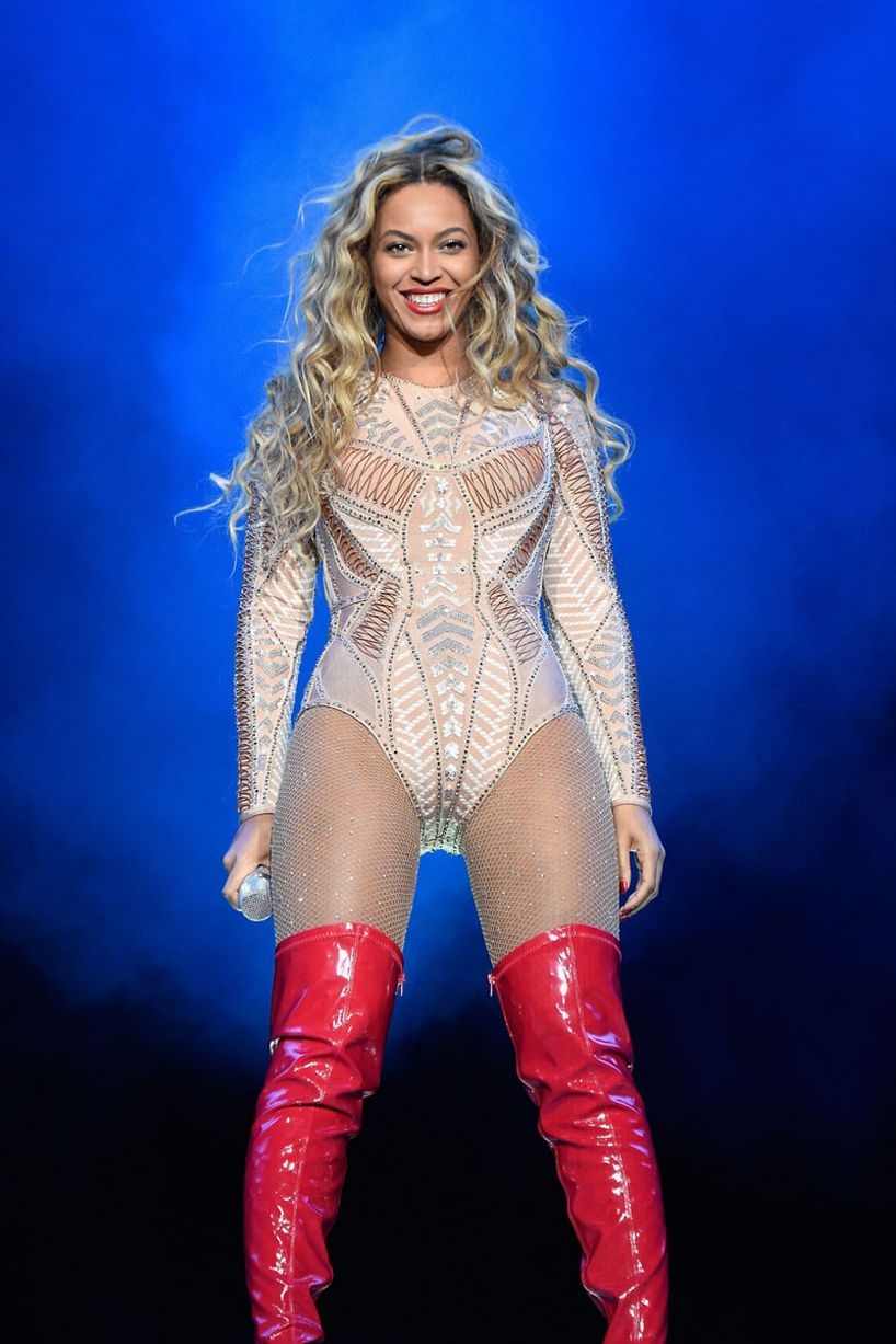 Beyonce-performs-onstage-during-the-2015-Budweiser-Made-in-America-Festival-3