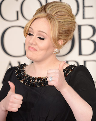 adele-flashing-her-ring-on-the-red-carpet