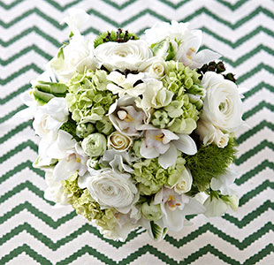 white-and-green-weddding-bouquets