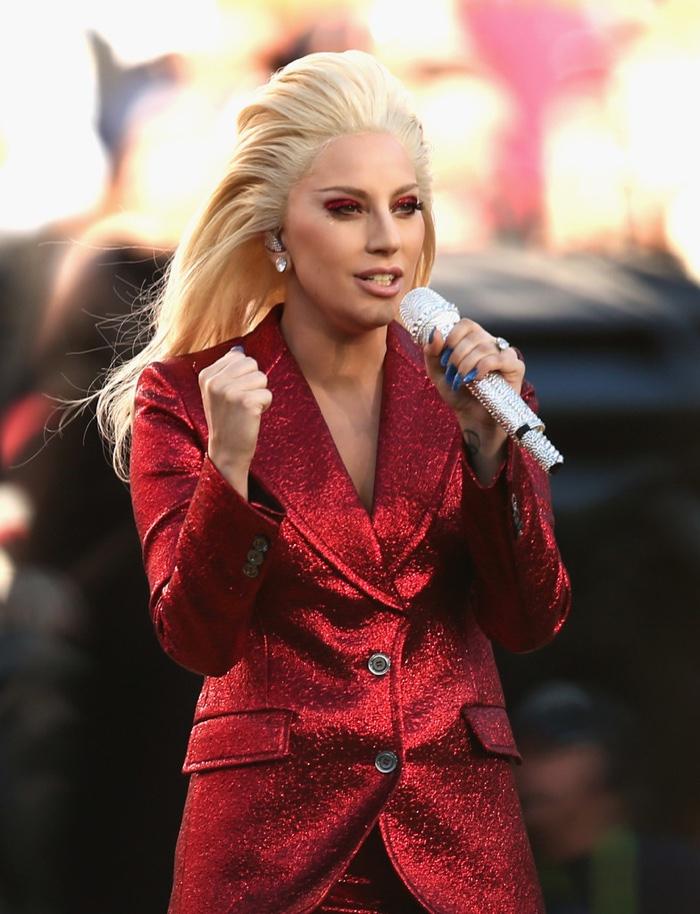 Lady-Gaga-Red-Gucci-Pantsuit-2016-Super-Bowl3