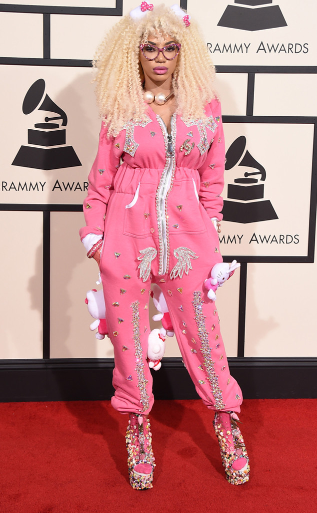 rs_634x1024-160215154545-634-dencia-hello-kitty-2016-grammy-awards-arrivals-21516