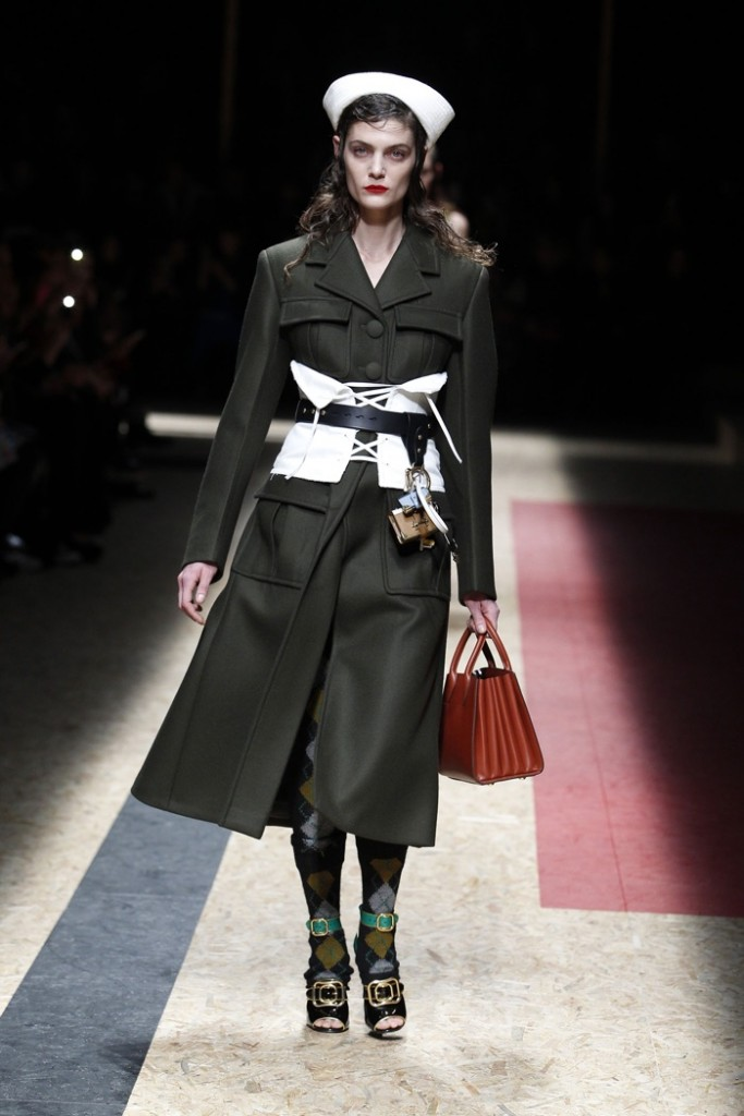 Prada-2016-Fall-Winter-Runway06