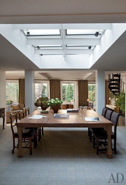 dam-images-celebrity-homes-2013-celebrity-dining-rooms-celebrity-dining-rooms-02-sting-trudie-styler-2