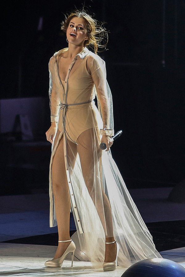 Music Fashion Selena Gomez S Fashion For Her Revival