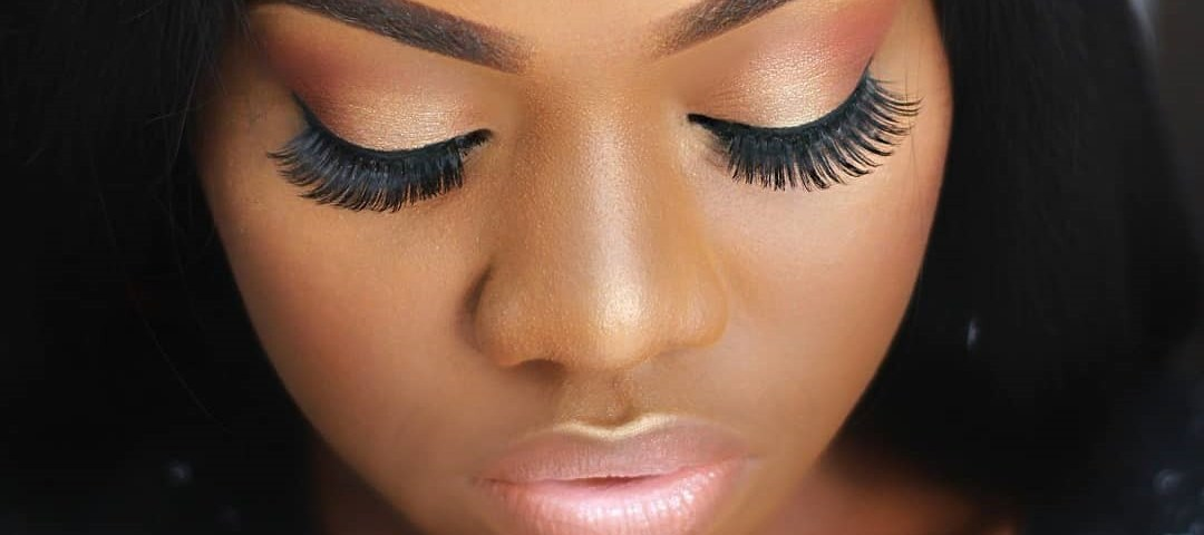 9 Easy Hacks To Applying False Eyelashes Like A Pro The September