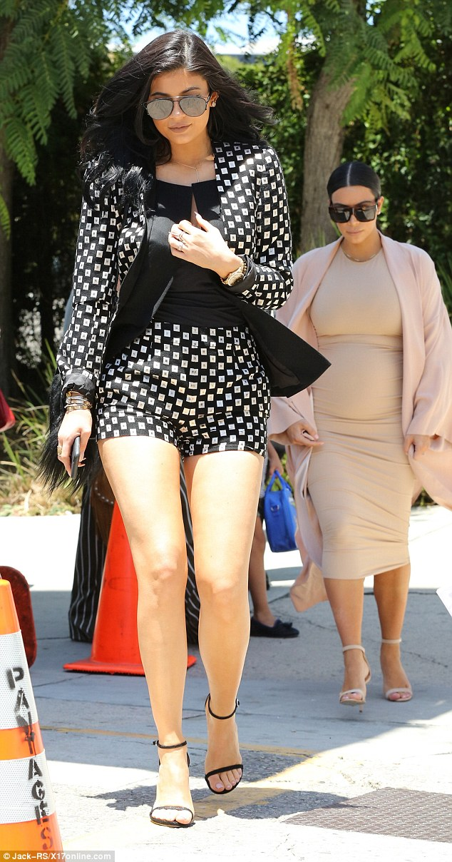 2ADDC99900000578-0-Family_time_Kylie_headed_to_Hollywood_to_watch_The_Phantom_Of_Th-m-58_1437958056274