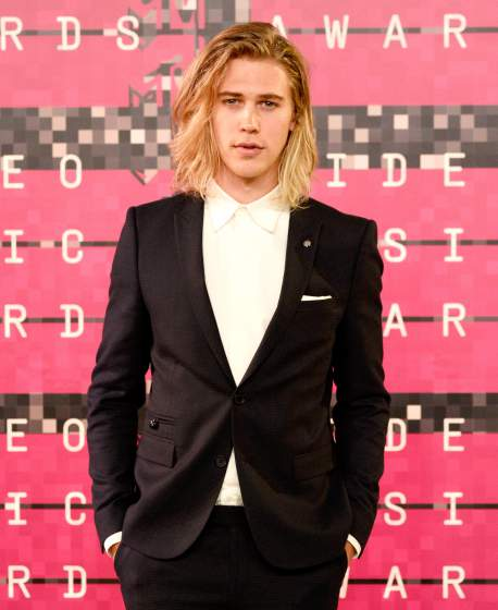 LOS ANGELES, CA - AUGUST 30:  Actor Austin Butler attends the 2015 MTV Video Music Awards at Microsoft Theater on August 30, 2015 in Los Angeles, California.  (Photo by Frazer Harrison/Getty Images)
