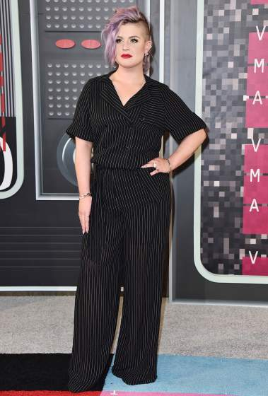Kelly Osbourne arrives at the MTV Video Music Awards at the Microsoft Theater on Sunday, Aug. 30, 2015, in Los Angeles. (Photo by Jordan Strauss/Invision/AP)
