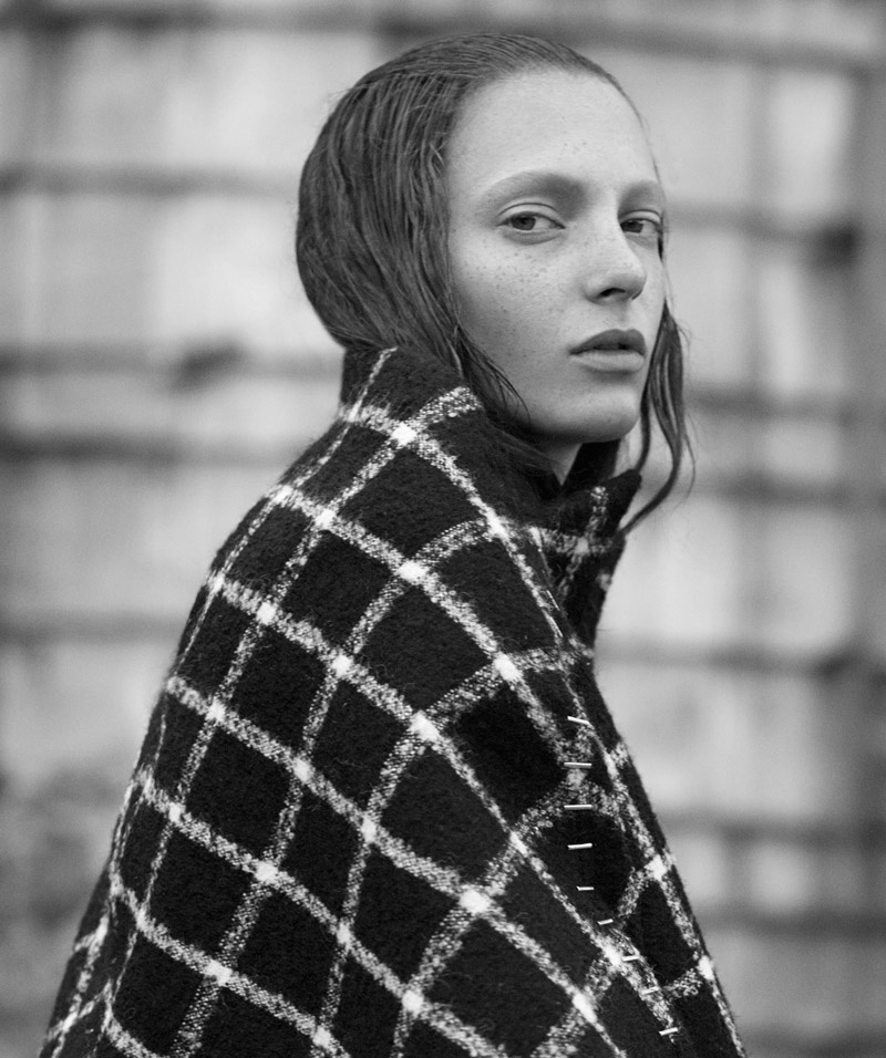 Balenciaga-Editorial-Thomas-Whiteside02