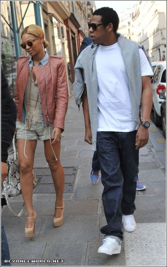 Beyonce-and-Jay-Z-Paris-Flight-Out7