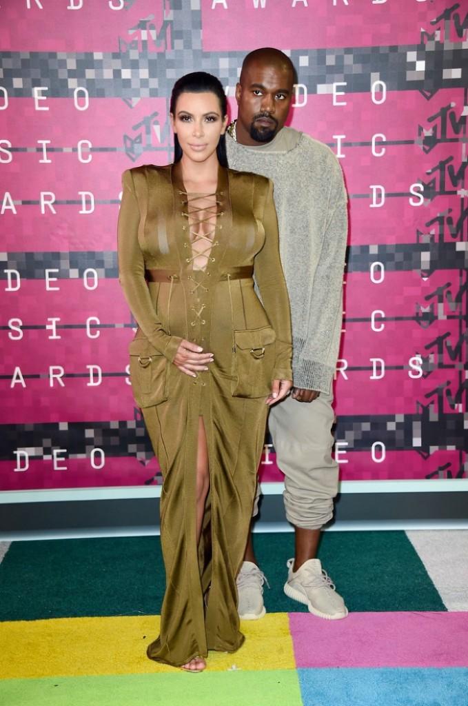 Kim-Kardashian-2015-MTV-VMAs-Balmain-Dress
