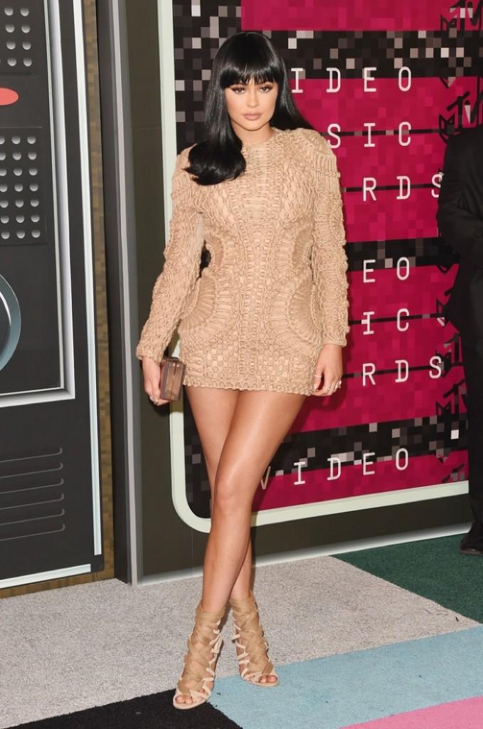 Kylie-Jenner-2015-MTV-VMAs-Balmain-Dress