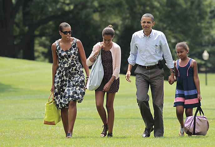 SLUG: sa-givhan5   INPUTDATE: 2010-09-01 15:35:57.610   CREDIT: AP Photo/FROM_PHOTOPOST/Manuel Balce Ceneta  LOCATION: x, , x  CAPTION: President Barack Obama, second right, first lady Michelle Obama, left, and their children Sasha and Malia Obama, second left, arrive on the South Lawn  of the White House in Washington after a weekend vacation on Mount Desert Island in Maine, Sunday, July 18, 2010.   (AP Photo/Manuel Balce Ceneta)   Sent by: Winyan Soo Hoo   Photo Editor: