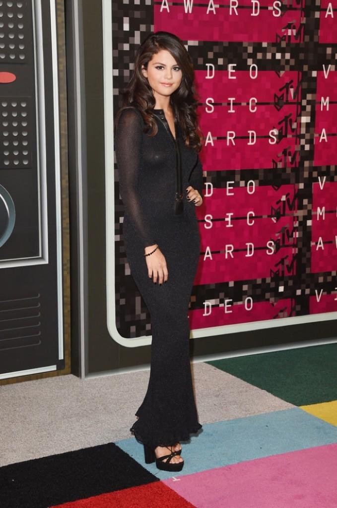 Selena-Gomez-2015-MTV-VMAs-Calvin-Klein-Dress