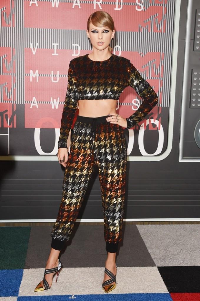 Taylor-Swift-2015-VMAs-Crop-Top-Pants-Look