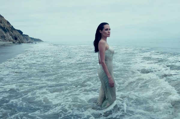angelina-jolie-by-annie-leibovitz-for-vogue-us-november-2015-1