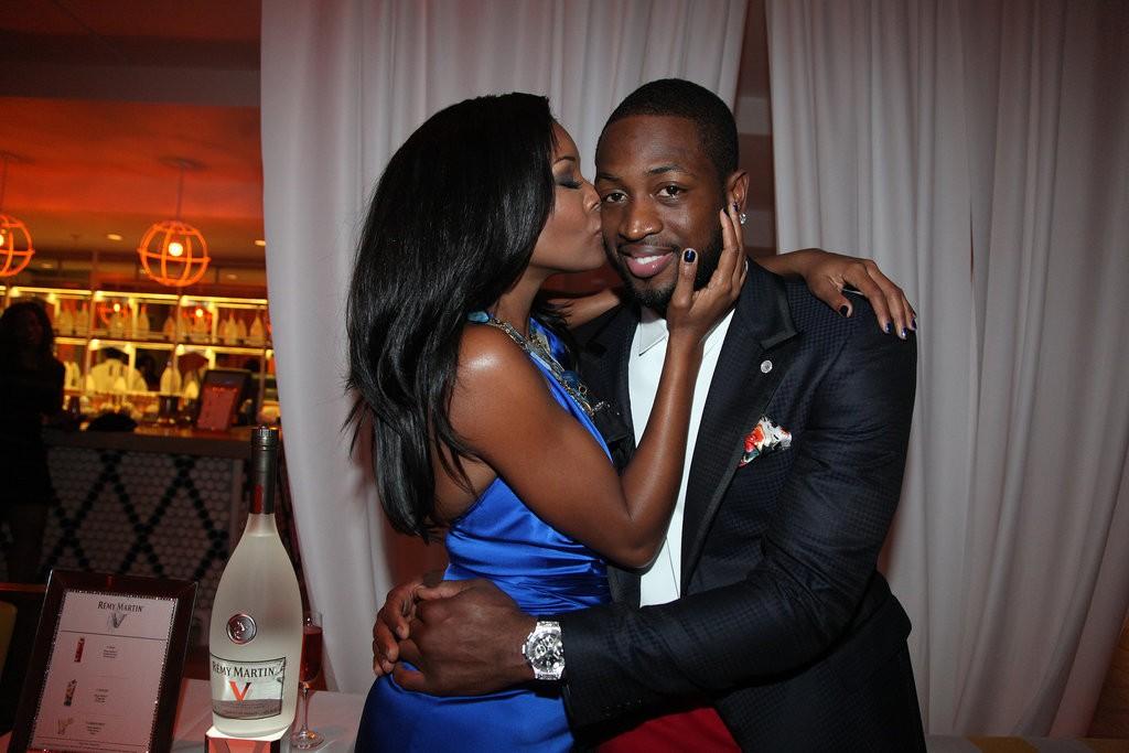 Gabrielle-gave-Dwyane-cute-kiss-cheek-during-New-Year
