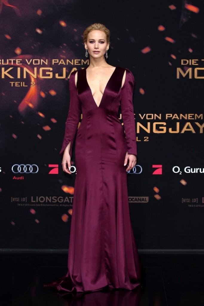 Jennifer-Lawrence-Hunger-Games-Mockingjay-Part-2-Dior-Couture-Dress