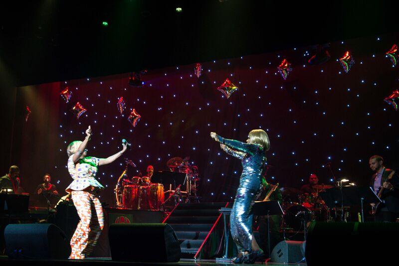 waje and sheryl lee ralph dancing on stage