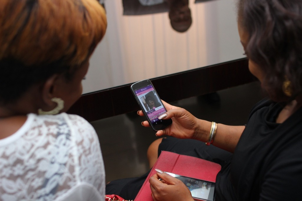 Bloggers trying the app
