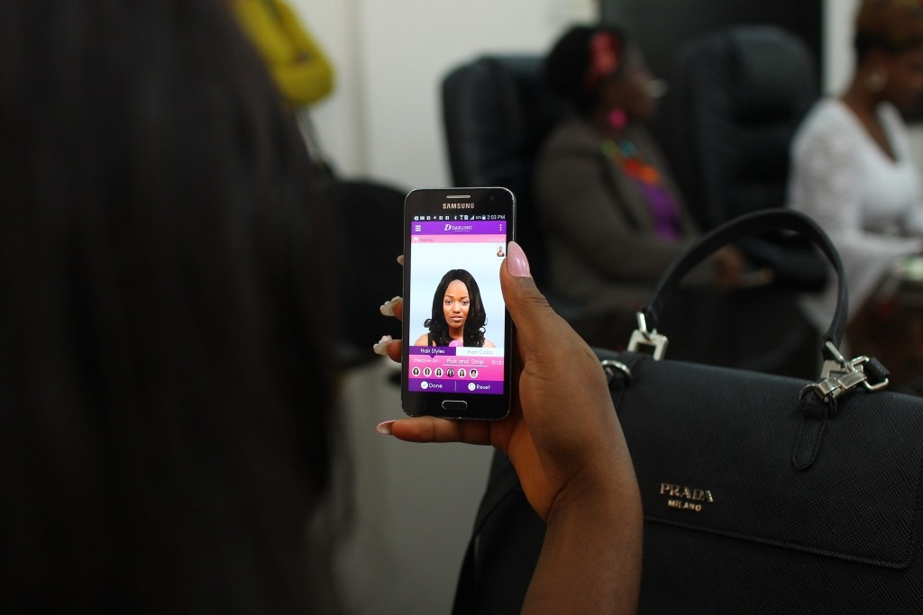 Eme Achanga (Miss Petite Blog)     Trying the App