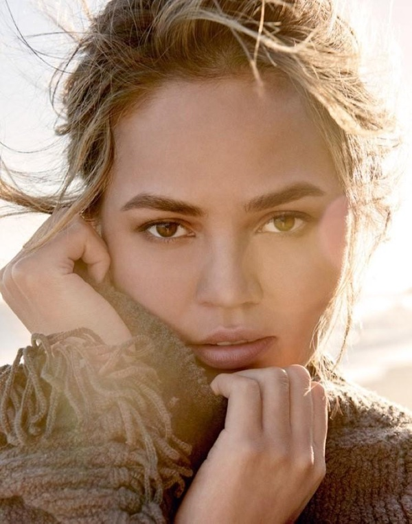 Chrissy-Teigen-Vogue-Thailand-January-2016-Cover-Photoshoot08