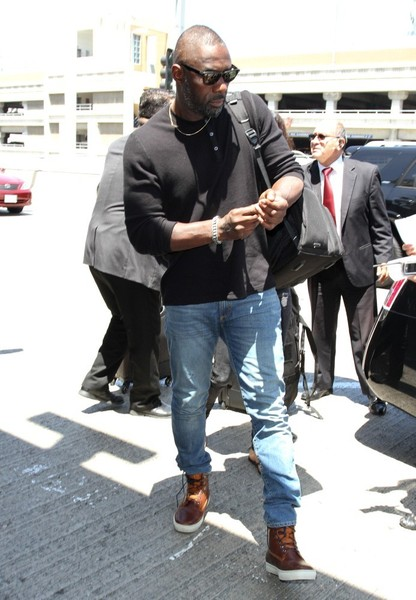 Idris+Elba+at+LAX+kaokKmdhWDel