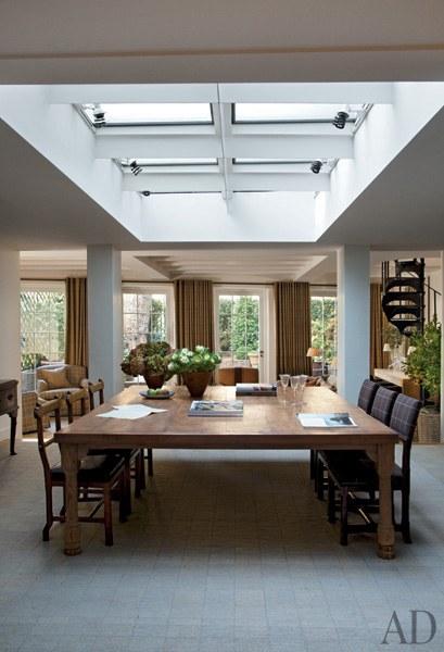 dam-images-celebrity-homes-2013-celebrity-dining-rooms-celebrity-dining-rooms-02-sting-trudie-styler-2