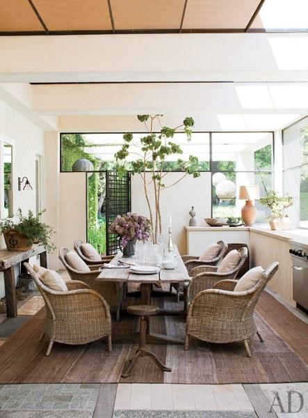 dam-images-celebrity-homes-2013-celebrity-dining-rooms-celebrity-dining-rooms-05-ellen-degeneres-portia-de-rossi