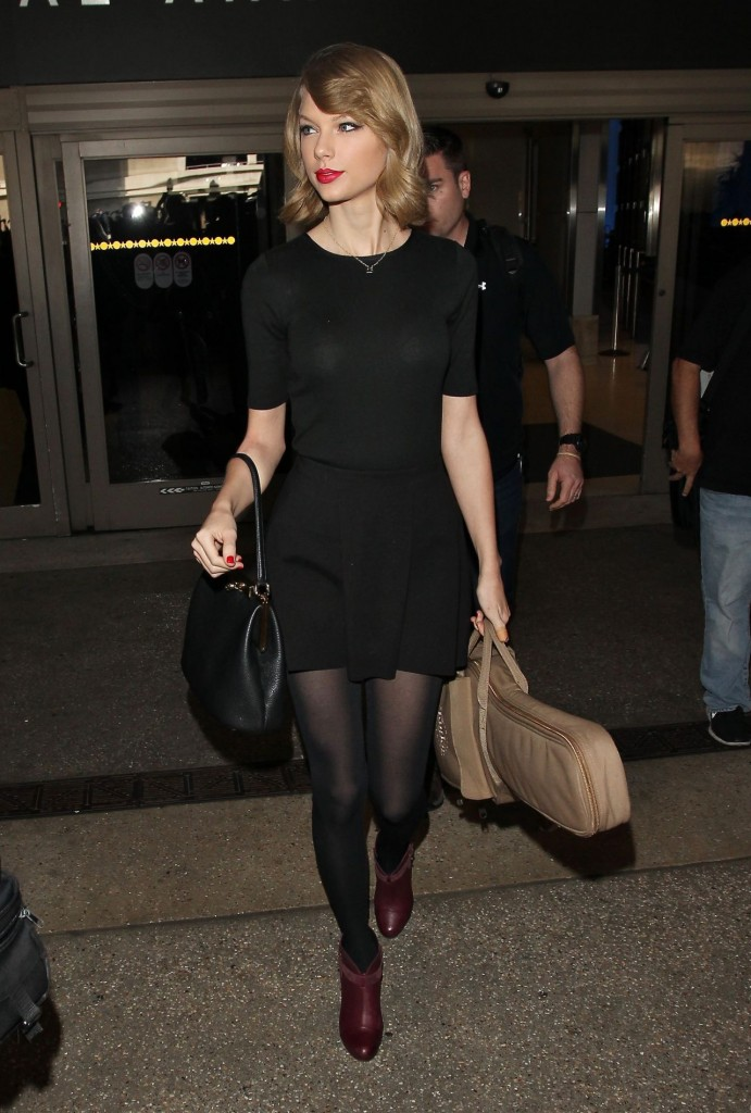 taylor-swift-new-hair-style-lax-airport-february-2014_4