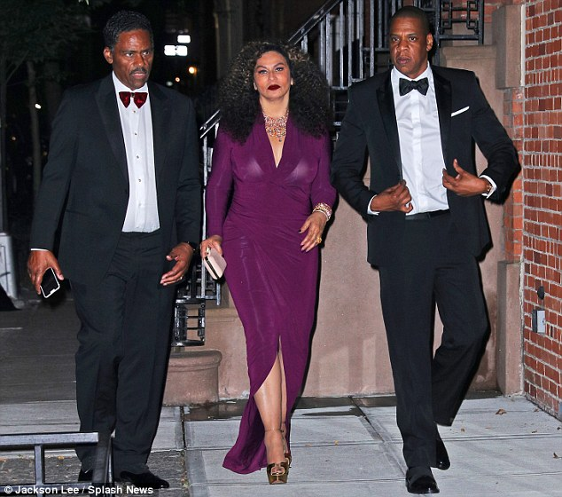 34FFF4AE00000578-3628721-Family_first_Tina_Knowles_her_husband_Richard_Lawson_and_son_in_-m-80_1465282663409