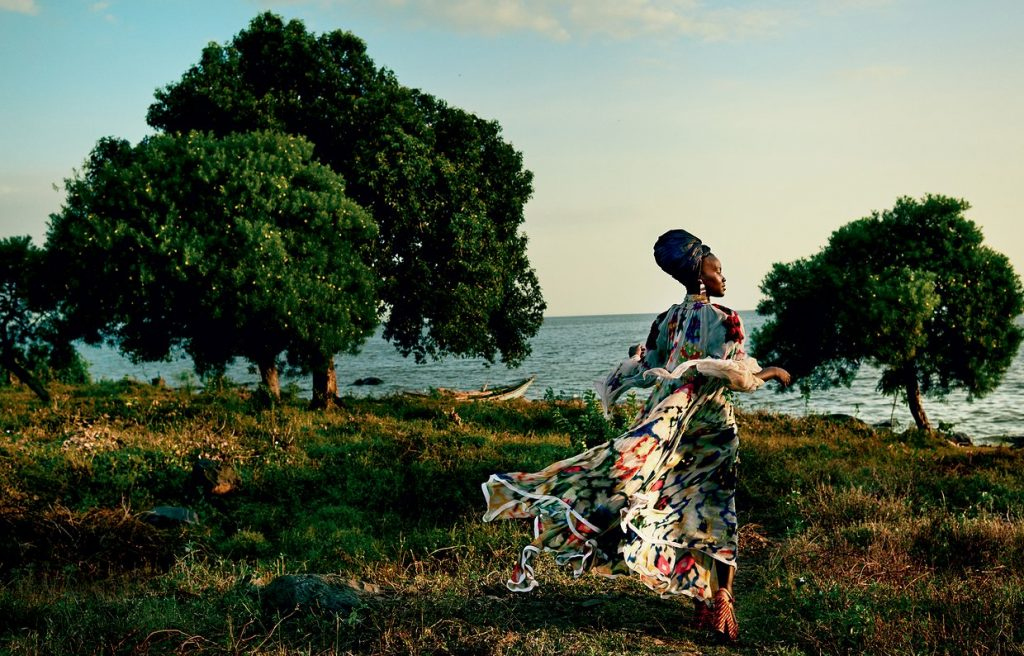 lupita-nyongo-vogue-october-cover-2016-02