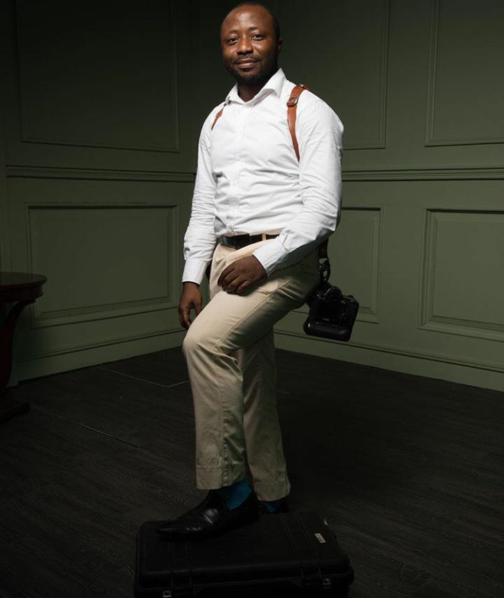 Photographer gets photographed...Kola Oshalusi